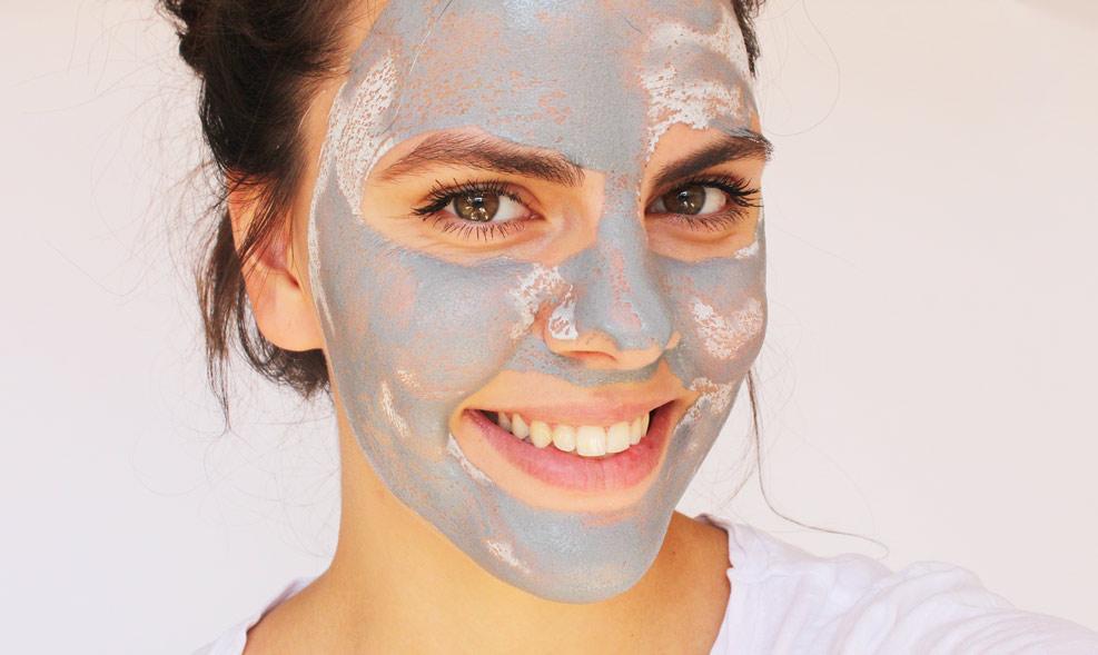 cistici maska s aktivnim uhlim soaphoria pouziti na tvari