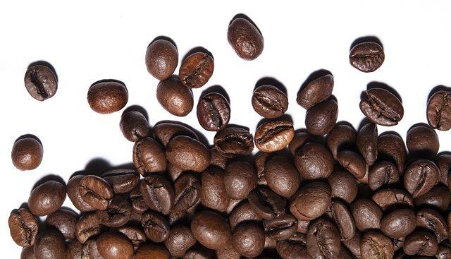 kofein na odstraneni tmavych kruhu poc ocima