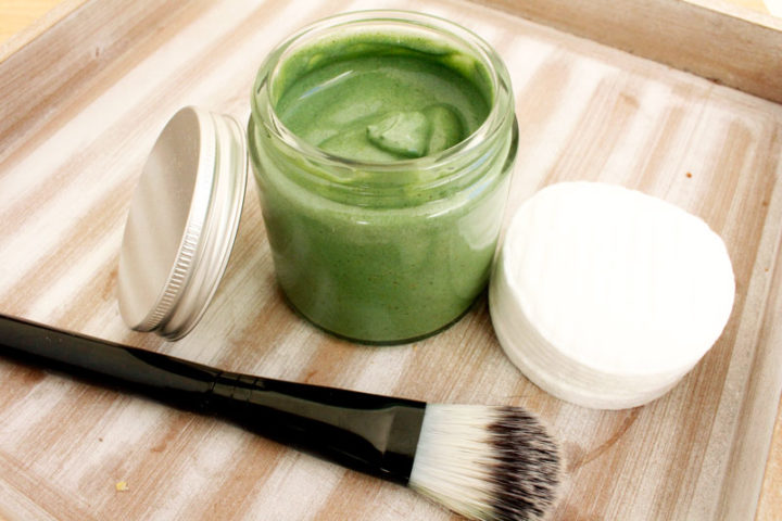detoxikační pleťová maska ze zelených superpotravin diy