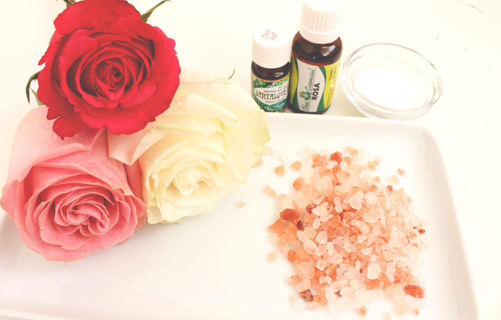 ingredience na přípravu růžové soli do koupele